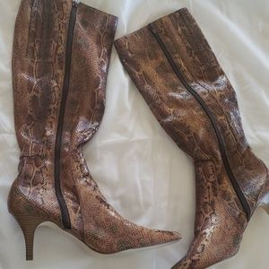 Alligator Women's boots size 10 knee high